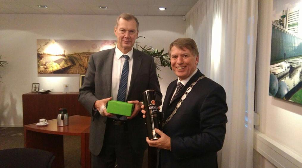 161110 Van der Tak en de Russische ambassadeur