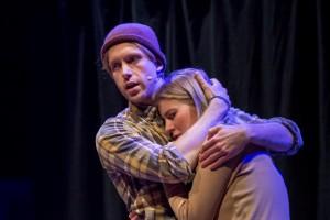 Daan en Koosje Sekrève in de toneelvoorstelling op basis van 'Blauwe plekken'. FOTO JAN VAN DER PLOEG