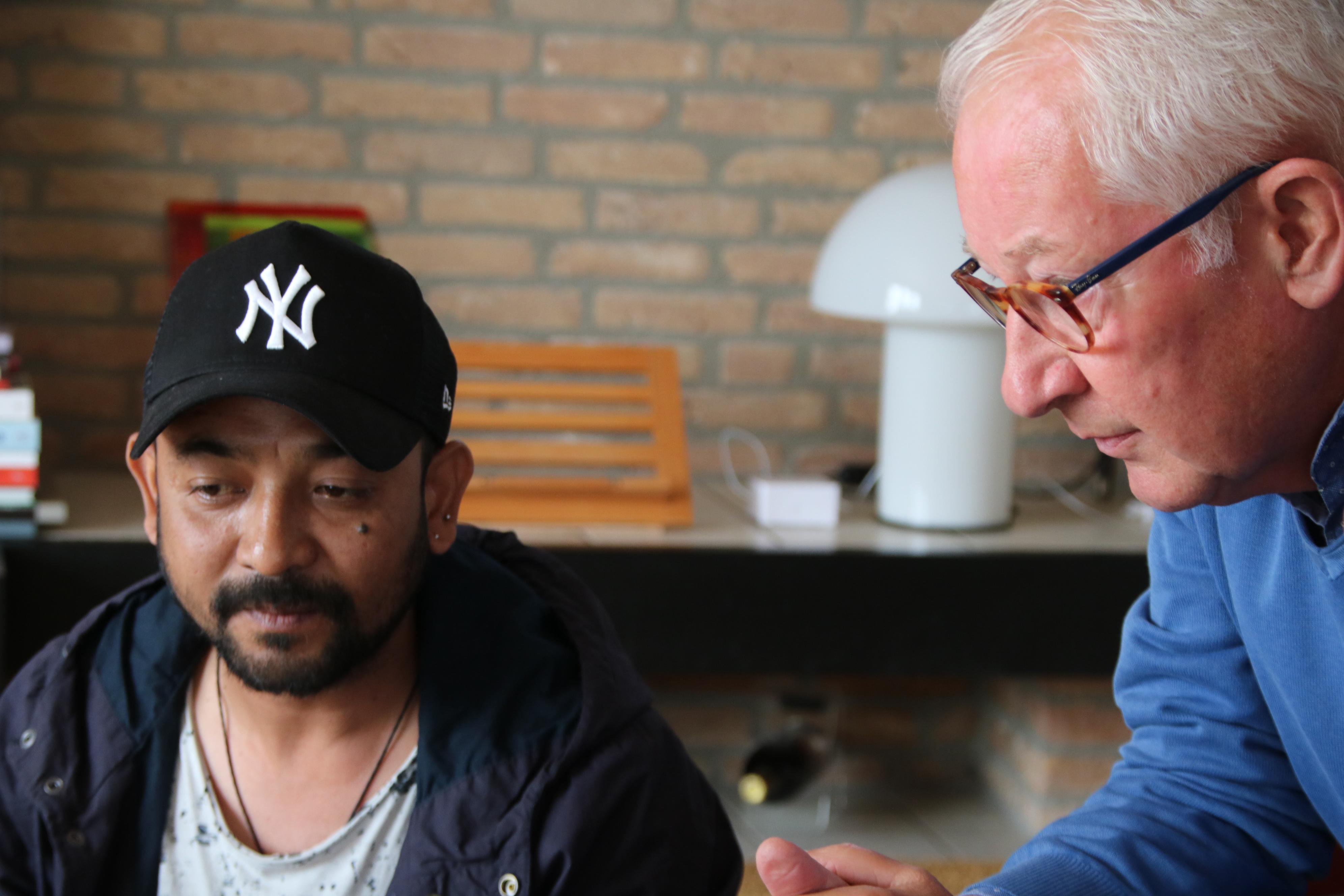 Wim Valstar en vakbroeder Kishor Kayastha. 2018  Foto Jan Valstar