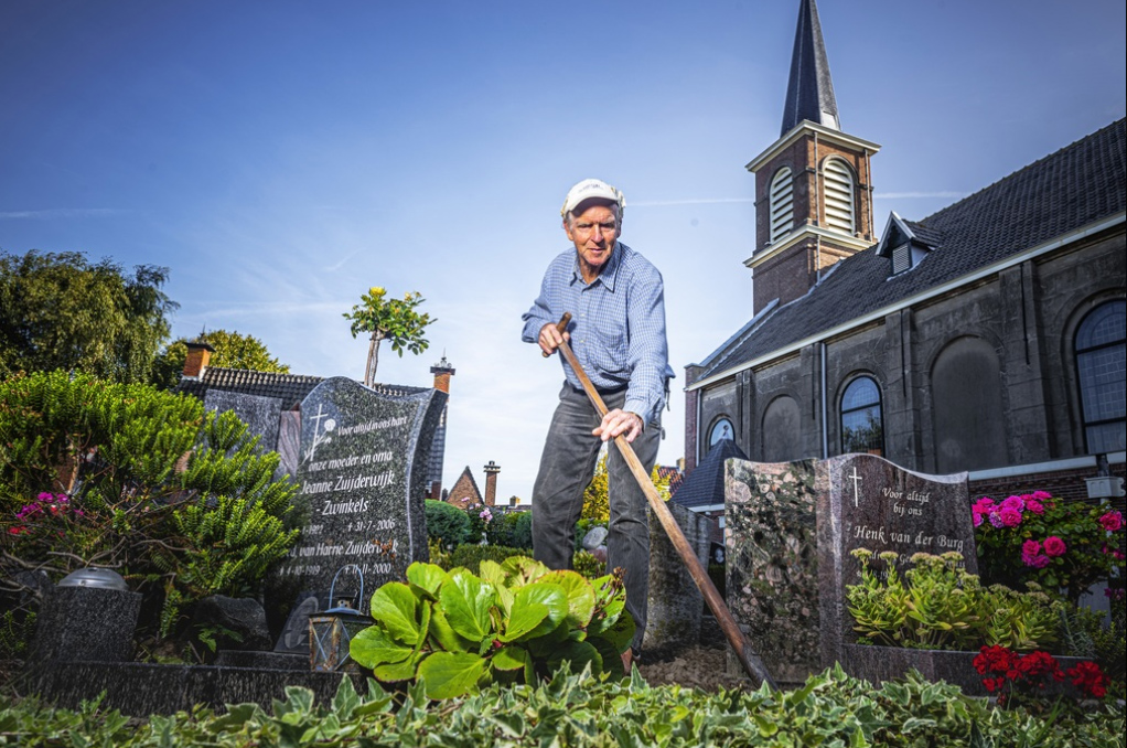 Peter Zuijderwijk op de begraafplaats