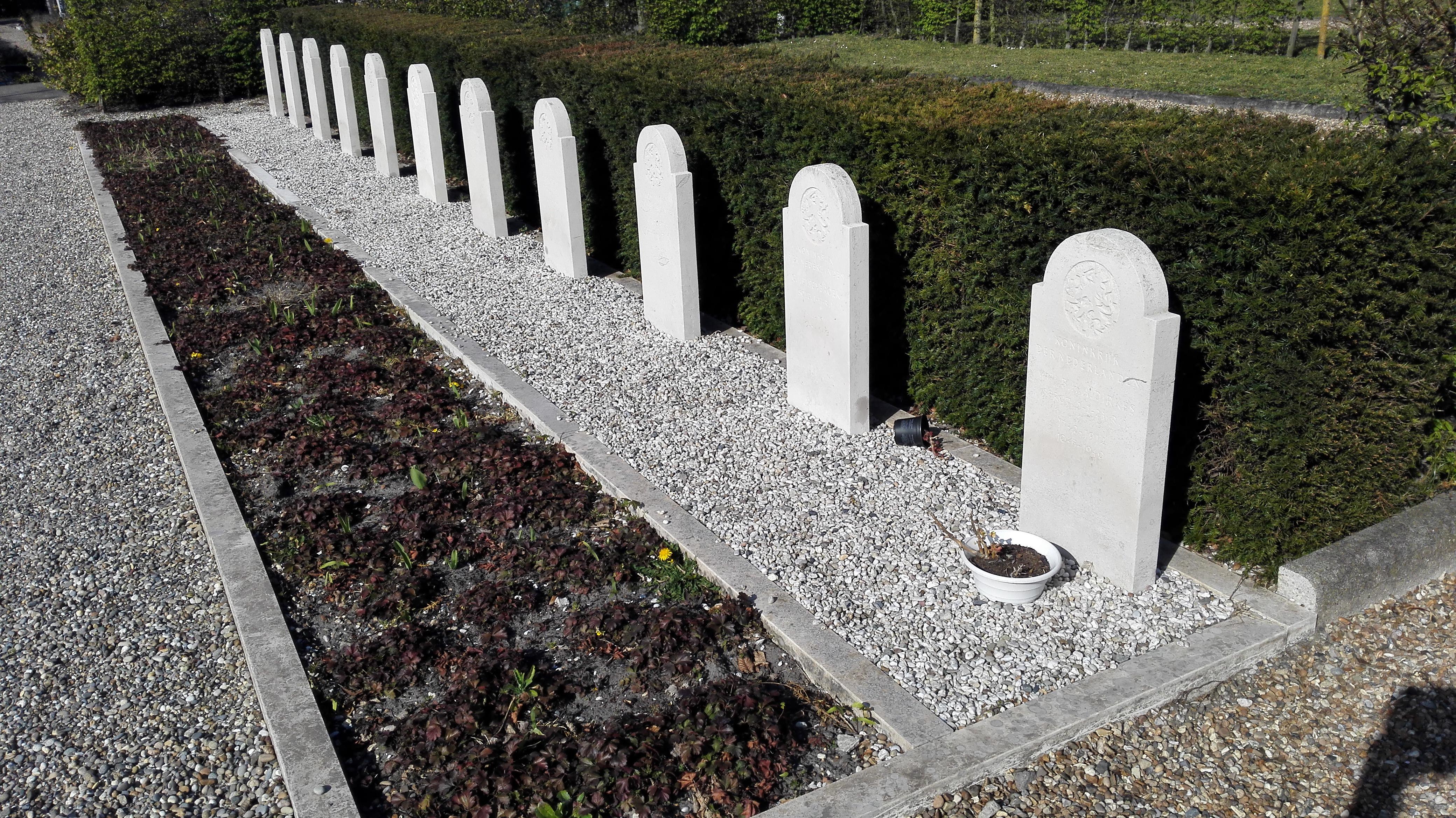 200407 Oorlogsgraven s Gravenzande 2