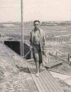 Marinesoldaat Erich Schmidt als strandtoerist
